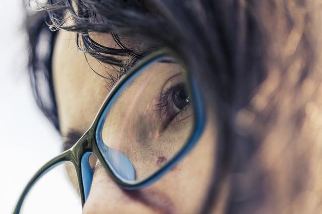 d2d7bdc195 Tips To Choose The Best Eyeglass Lenses - Blonde   Balanced