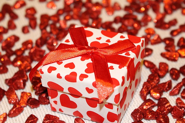 Expensive romantic gifts for her